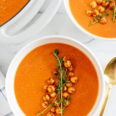 This Creamy Tomato Hummus Detox Soup is the perfect remedy for cold and flu season that is filled with tons of antioxidants and immune-boosting ingredients to keep you healthy all season long! Detox Recipes, Soup Recipes, Vegan Recipes, Dinner Recipes, Detox Foods, Easy Recipes, Chicken Recipes, Hummus, Korma