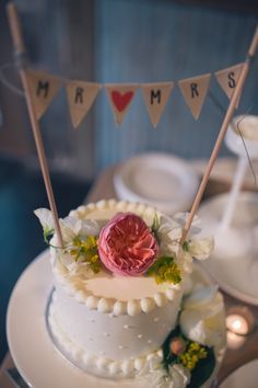 The guests ate cupcakes for dessert... and the bride and groom cut this darling mini-cake! Image: Anna Smith Photography