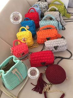 rg le Yap lan Bu De i ik 37 Modeli Hemen Denemelisiniz Crochet Clutch, Crochet Handbags, Crochet Purses, Crotchet Bags, Knitted Bags, Crochet Bag Tutorials, Crochet Projects, Crochet Designs, Crochet Patterns