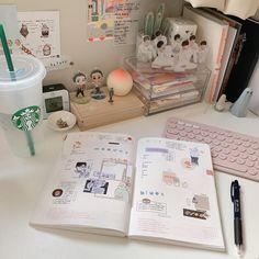Instagram Bullet Journal Cover Ideas, Journal Covers, Minimalist Style, Minimalist Fashion, I Tried, Uni, Posts, Room, Instagram