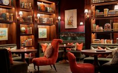 Settle in at Scarfes Bar London. Amid antique books and drawing room-style furnishings, Rosewood London's cocktail and jazz bar offers live music each evening. Rosewood London, Rosewood Hotel, London Hotels, Holborn Dining Room, Library Bar, Library Shelves, Book Shelves, Jazz Bar, Palace