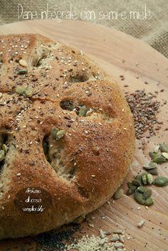 Pane integrale con semi e miele, ricetta di Gordon Ramsay - http://www.ricercadiricette.it/r/pane-integrale-con-semi-e-miele--ricetta-di-gordon-ramsay-8231404.html