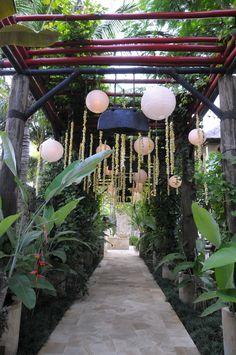 Lanterns and strands of melati