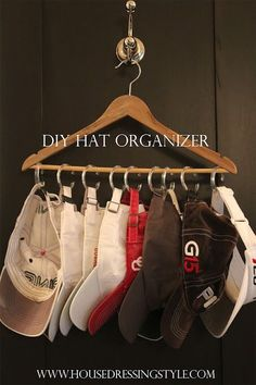 House Dressing Style: DIY Hat Organizer using inexpensive plastic shower curtain rings & a hanger! Organizar Closet, No Closet Solutions, Hat Organization, Bedroom Organization, Dollar Store Organization, College Dorm Organization, Ideas Prácticas, Decor Ideas, Good Ideas