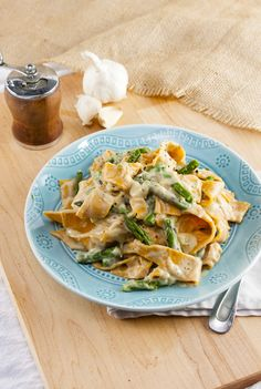 "This easy, creamy vegan Fettuccine ""Alfredo"" sauce has no dairy but tastes incredibly decadent. Whip it up in under 20 minutes. Dairy Free Recipes, Vegetarian Recipes, Healthy Recipes, Fettuccine Alfredo, Alfredo Sauce, Alfredo Recipe, Sweet Potato Pasta, Asparagus Pasta, Vegan Cauliflower"