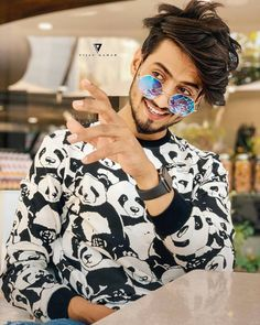 tiktok to send to your crush This awesome page send your best HD pics on hike Insta This awesome page send your best HD pics on hike Insta Look for more pics Dear Crush, My Crush, Sweet Good Morning Images, Best Hd Pics, Cute Boy Photo, Boy Photography Poses, Photo Poses, Sweet Guys, Cute Stars