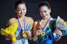 フィギュアスケートのグランプリファイナル、女子フリースケーティングから、日本勢。 2014年ソチ冬季五輪のテスト大会を兼ねて開催された同大会でみごと、表彰台に上がった。[2012年12月8日、ロシア・ソチ] (800×533) http://photo.news.livedoor.com/detail/56740?w=%C0%F5%C5%C4%BF%BF%B1%FB