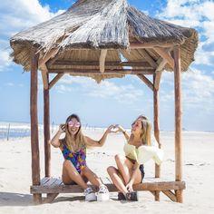 [ LOOK DEL DIA ]  Modelos: @tupisaravia y @miamartinez99  Ph. @lucarnevaleph  Styling: @petramartirena  Location: Costa Esmeralda  #SoydeGrecia #Fashion