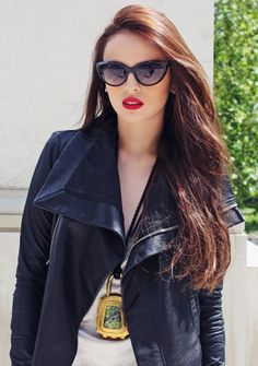 Georgina Wilson :: What do you think of the statement necklace? I think she ROCKS the place!