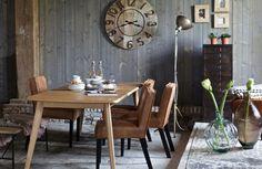 Stoere leren eetkamerstoelen in cognac kleur! Het leer in combinatie met de houten poten zorgen voor een  vintage look in je eetkamer.