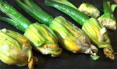 Une autre façon de déguster les fleurs de courgettes et à accommoder selon vos envies ! C'est délicieux :)