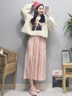 Look at this Trendy modern korean fashion Korean Fashion Trends, Korean Street Fashion, Korea Fashion, Asian Fashion, New Fashion, Fashion Models, Fashion Looks, Style Fashion, Ulzzang Fashion