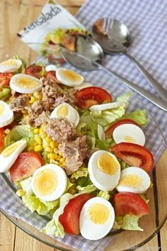 Ensalada completa con vinagreta - Look Tutorial and Ideas Healthy Salads, Easy Healthy Recipes, Healthy Eating, Vinaigrette, Food And Drink, Cooking Recipes, Yummy Food, Meals, Breakfast Ideas