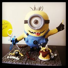 Minion Cake - Despicable Me - *