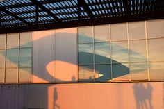 Reflets et ombres sur le MuMa #lh_lehavre#lesigne#muma #lehavreenimages #sunset#reflet #naturelovers #coucherdesoleil#plage#igerslehavre #insta_normandy #xt10#tableau#art #france #ig_france #lehavretourisme #seinemaritimetourisme#fujifilm #art