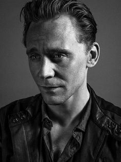 I took about 150 fabulous shots of @twhiddleston. From the ones 'spreading on social media' This is my favourite! pic.twitter.com/CsW6QNnte0 11:50am - 19 Oct 14
