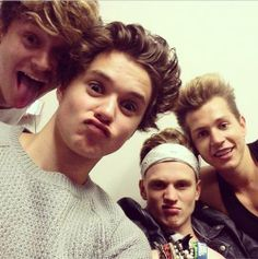 The Vamps Selfie ❤️. Brad Simpson, Will Simpson, Meet The Vamps, Bradley The Vamps, Somebody To You, Kissy Face, Wicked Game, New Hope Club, British Boys
