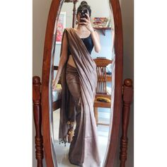 Follow This Brand To Style Simple Sarees in Epic Ways! • Keep Me Stylish Saree Blouse Patterns, Saree Blouse Designs, Kurti Patterns, Saree Designs Party Wear, Sarees For Girls, Dress Indian Style, Indian Wear, Simple Sarees, Saree Trends