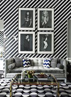 Que tal uma parede listrada para dar destaque na decor do cômodo? Nós amamos essa aqui!