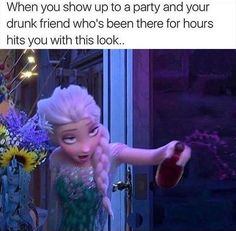 OMG this is so funny Elsa really seems to be drunk XD Drunk Disney, Funny Disney Jokes, Crazy Funny Memes, Disney Memes, Really Funny Memes, Disney Fun, Funny Relatable Memes, Disney Fails, Paused Disney Movies