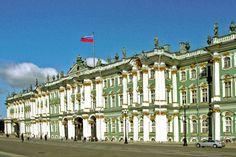 Véritable joyaux de l'art baroque russe, l'Ermitage avant de devenir le plus grand musée du monde devant le Louvre et le Prado, fut la résidence principale de l'empereur de Russie.  ©  Jean-claude-Allin