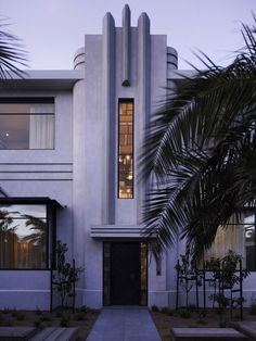 This significant 1930s property has undergone a number of incarnations. The original Edwardian home was converted into apartments in the 1930s and later into a family home in the 1980s. Most recently, it has undergone both a renovation and restoration by Kerry Phelan Design Office and Chamberlain Javens Architects... Photo by Derek Swalwell