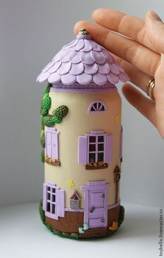 crations dhalloween I made a list with ten most captivating polymer clay jar fairy house to use as inspiration in your next project. Polymer Clay Halloween, Polymer Clay Fairy, Polymer Clay Crafts, Diy Clay, Polymer Clay Miniatures, Clay Fairy House, Fairy Houses, Bottle Art, Bottle Crafts