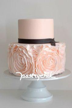 Torturi De Nunta | Pink Ruffled Cake | Pink and Black Color Mix