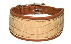 """Halsband """"London"""" –ein Gruss aus London, für hippe Vierbeiner: Das hellbeige Zierleder in Krokodiloptik sorgt für einen Touch Vintage, ist aber zeitlos-modisch. Breite: ca. 5 cm."""