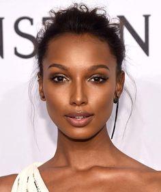 Makeup for dark skin. Summer fresh makeup look.