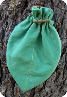 drawstring leaf bag tutorial Good for sewing bags with a lining too