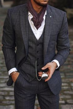 Accessories your outfit gentlemen! Try a light scarf with your grey windowpane three piece men's suit. You can have this outfit and many more custom made by Giorgenti New York. Style Gentleman, Dapper Gentleman, Dapper Men, Mens Fashion Suits, Mens Suits, Groomsmen Suits, Estilo Dandy, Classic Suit, Wedding Suits