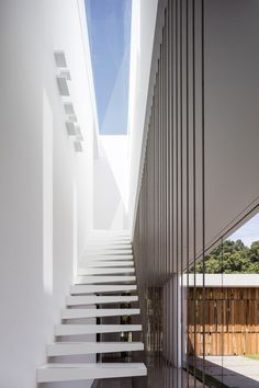 Pitsou Kedem Architects has completed a family home in Israel featuring living areas flanked by glazed walls that look out onto private courtyards Architecture Design, Public Architecture, Design Architect, Amazing Architecture, Pitsou Kedem, Staircase Handrail, Glazed Walls, Internal Courtyard, Indoor Outdoor Living