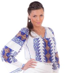 A glimpse of Romanian traditional blouse in a contemporary setting. Traditional Outfits, Summer Collection, Kimono Top, Bohemian, Saree, Costumes, Detail, Elegant, Blouse