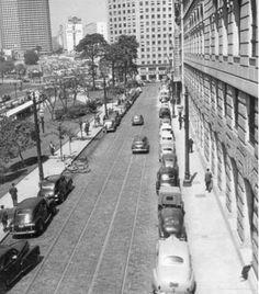 1956 - Rua Formosa. À esquerda, na foto, o Anhangabaú e ao fundo a praça da Bandeira.