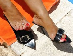Sexy Sandals, Slide Sandals, Only Shoes, Sexy Toes, Pretty Toes, Women's Feet, Sexy High Heels, Beautiful Shoes, Heeled Mules