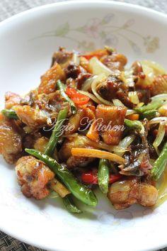 Ayam Goreng Garam Kunyit Duck Recipes, Asian Recipes, Chicken Recipes, Healthy Recipes, Ethnic Recipes, Malaysian Cuisine, Malaysian Food, Malaysian Recipes, Malay Food
