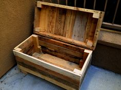 29 Simple  Crate Style Furniture project ideas you can do for your living spaces Storage Box Made From Pallets  #pallet_furniture #pallet_bedroom_furniture  #pallet_patio_furniture