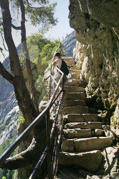 hike to Vernal Falls, Yosemite, California Yosemite National Park, National Parks, Vernal Falls, California Camping, Yosemite California, Scenery Pictures, Road Trip Usa, Vacation Destinations, Vacation Ideas