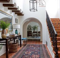 Spanish Style Homes Decor Ideas Spanish Style Homes Decor Ideas. When you want to decorate your home in a Spanish style, you will have a lot of fun. The Spanish style is very interesting with vibra… Spanish Colonial Homes, Spanish Style Homes, Spanish Style Interiors, Spanish Design, Hacienda Style Homes, Spanish Revival Home, Residence Architecture, Casa Rock, Design Entrée