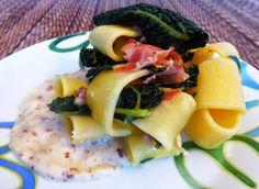 Calamarata con speck, cavolo nero e crema di pecorino e nocciole Per la ricetta:http://www.frittomistoblog.it/2015/03/calamarata-con-speck-cavolo-nero-e.html