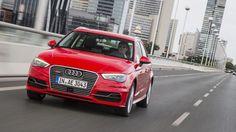 Cette Audi e-tron fait partie de l'espèce des «plug-in», entendez par là que l'on peut recharger ses accumulateurs sur le courant domestique.