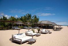 Uxuá – Trancoso, Bahia A Bahia é uma perfeita combinação de sol, areia e vegetação exuberante… e o Uxuá concretiza tudo isso com seu belo lounge à beira-mar.