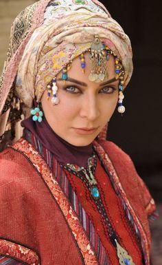 An Iranian lady portraying the Persian traditional fashion