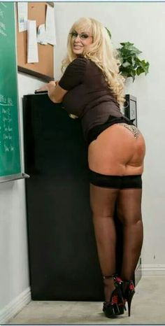 the day my teacher got new glasses Nylons, Mature Fun, Bhabhi Pics, Beautiful Old Woman, New Glasses, Aged To Perfection, Sexy Older Women, Madame, Leather Pants