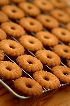 Doughnut, Cookie Recipes, Cereal, Cookies, Fruit, Breakfast, Food, Recipes For Biscuits, Crack Crackers