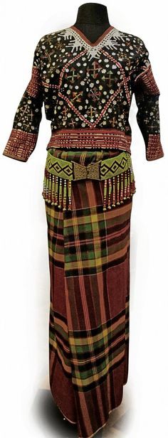 NATIVE costumes from Southern Philippines are known for their bold colors and ornate details. Inline, Filipiniana Dress, Filipiniana Modern, Philippines Fashion, Tribal Outfit, Tribal Looks, Filipino Tattoos, Tropical Fashion, Ethnic Design