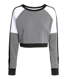 H&M träningströja - är nog fin till jeans med Sport Outfits, Casual Outfits, Girl Outfits, Fashion Outfits, Fashion Weeks, Spring Outfits, Belly Shirts, Teenage Outfits, H&m Shorts