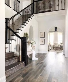 Pin by kristina imlay on dream spaces & home ideas in 2019 к Dream House Interior, Dream Home Design, My Dream Home, Home Interior Design, Grand Staircase, Staircase Design, Staircase Ideas, Staircase Remodel, Deco Design