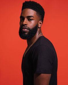 56 Ideas for haircut black men afro african americans Trendy Mens Haircuts, Black Men Haircuts, Black Men Hairstyles, Girl Haircuts, Hairstyles Pictures, Curly Hairstyles, Fine Black Men, Gorgeous Black Men, Handsome Black Men
